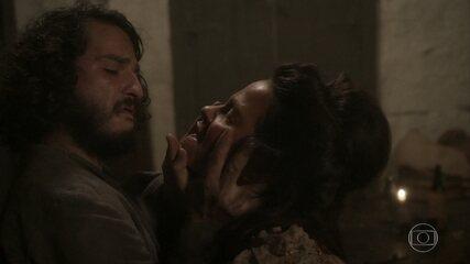Germana tenta beijar Hugo em 'Novo Mundo'