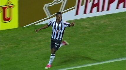 Gol do Atlético-MG! Robinho rola para Cazares marcar, aos 7 do 1º tempo
