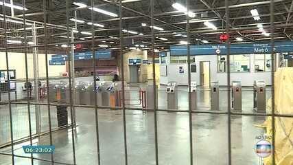 Protestos interrompem funcionamento do metrô e bloqueiam avenida na Grande BH