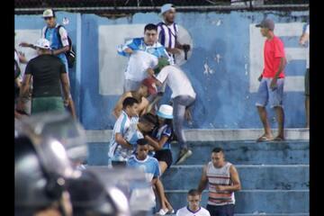 Briga entre torcedores do Paysandu na Curuzu