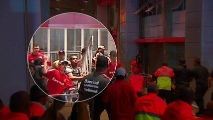 Torcedor do Inter atira pedra durante confusão no Beira-Rio e atinge segurança de raspão
