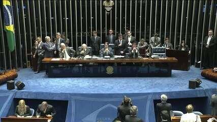 Senadoras deixam a mesa diretora e presidente do Senado retoma sessão
