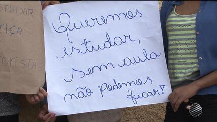 Alunos reclamam da falta de aula e de transporte escolar no povoado de Pradoso