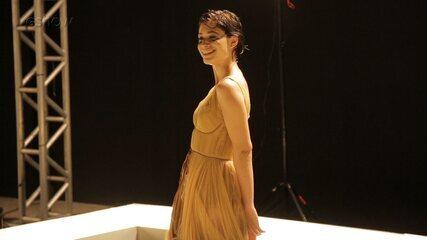 Afrodite faz ensaio fotográfico em 'A Fórmula'; confira os bastidores da cena