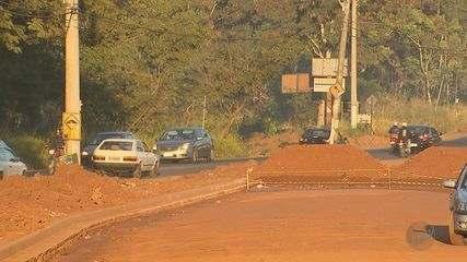 Moradores do bairro Ribeirão Verde vão à Justiça para fim da obra em avenida