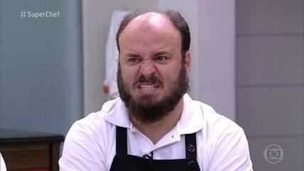 Paulinho Serra vence a repescagem e volta ao Super Chef Celebridades