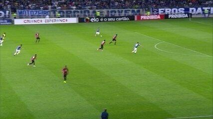 Fernando Miguel de novo! Thiago Neves recebe livre, e o goleiro defende aos 38' do 2º T