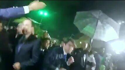 João Doria é atingido por ovo antes de solenidade na Câmara de Salvador (BA)