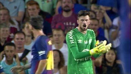 """Elias fala sobre duelo particular com Messi: """"Me olhou e deu uma risadinha"""""""