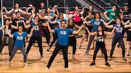 Alunos de medicina da USP usam a dança para suportar pressão e correria do curso