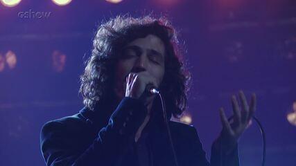 Gabriel Leone mostra os bastidores da apresentação de Gustavo em 'Os Dias Eram Assim'