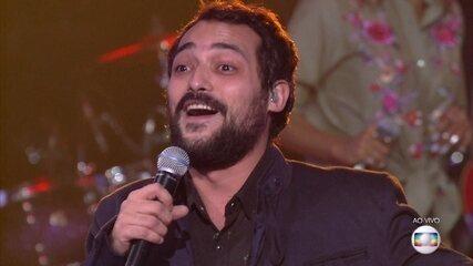 Eduardo Sterblich cantou 'Um Dia de Domingo'