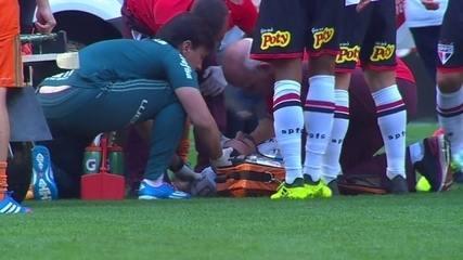 Lucas Pratto se choca com Hernanes e é retirado do campo de ambulância, aos 22 do 1º tempo