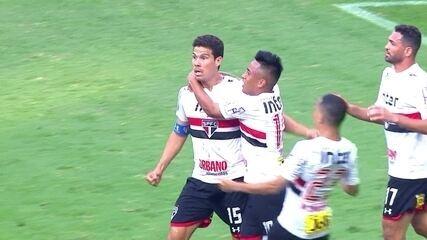 Gol do São Paulo! Hernanes recebe cruzamento, mata no peito e empata, aos 51 do 1º tempo