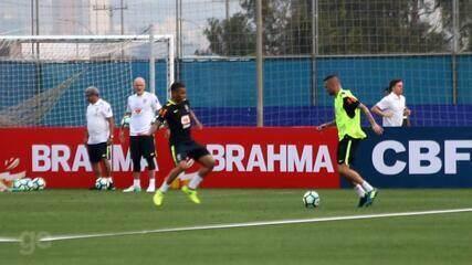 Luan participa do primeiro treino da Seleção em Porto Alegre e marca três gols