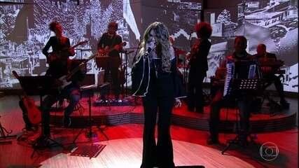 "Elba Ramalho abre programa cantando ""A Palo Seco"""