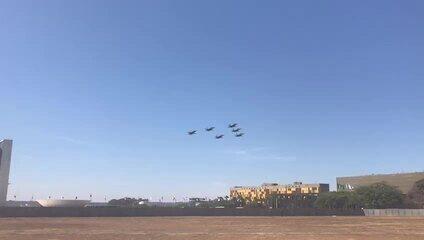 Aviões das Forças Armadas sobrevoam a Esplanada dos Ministérios no 7 de Setembro