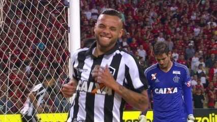 Confira os lances em que Thiago foi exigido contra o Botafogo