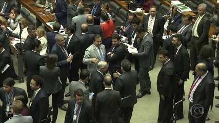 Câmara aprova fim das coligações partidárias a partir de 2020