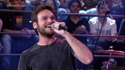 Emilio Dantas e Gusttavo Lima cantam a música 'Inevitável'
