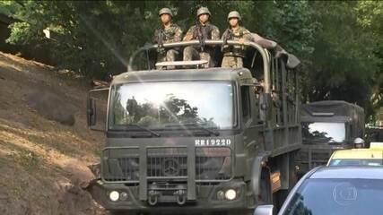 Forças Armadas começam a deixar a favela da Rocinha (RJ)