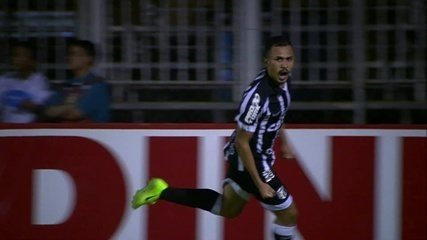 Aos 40', Lima desvia do goleiro Diogo Silva e toca para o fundo das redes!