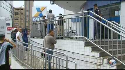 Homem é baleado na porta de agência bancária no Centro de Varginha (MG)