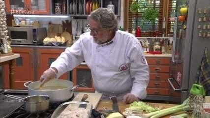 Roberto Ravioli prepara receitas com alho-poró