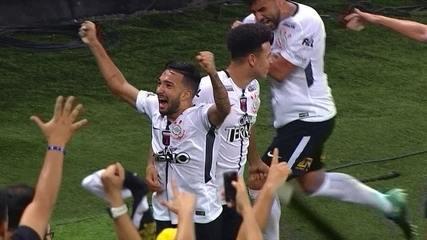 Os gols de Corinthians 3 x 1 Coritiba pela 27ª rodada do Campeonato Brasileiro