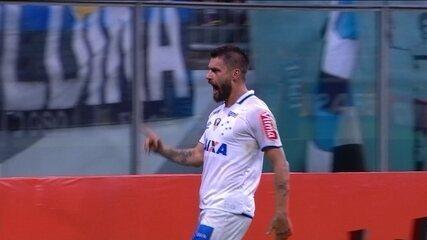 Gol do Cruzeiro! Thiago Neves dá bela assistência para Rafael Sobis, aos 23 do 2º tempo