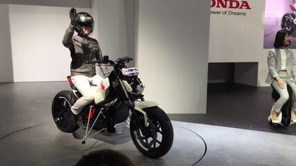 Honda tem moto que se equilibra sozinha e evita quedas