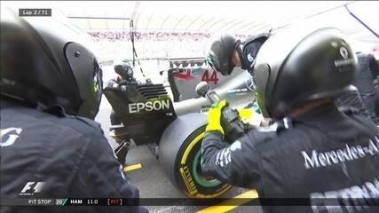 Hamilton e Vettel vão para os boxes depois de toque na largada no GP do México