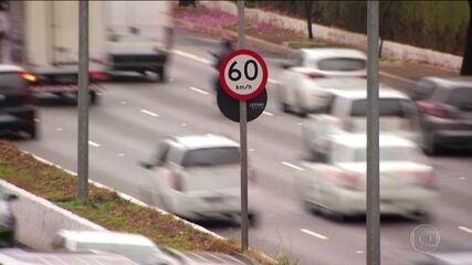 São Paulo vai advertir motorista que só reduz velocidade quando passa pelo radar