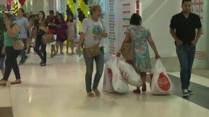 Lojas lotam e clientes aproveitam Black Friday para adiantar compras de presente de Natal