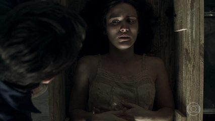 Renato sugere que Clara tome o lugar de Beatriz e caixão é arremessado ao mar