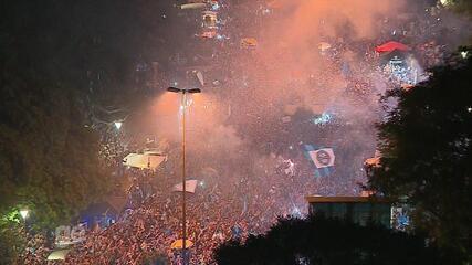 Torcida do Grêmio comemora a conquista da Libertadores em Porto Alegre