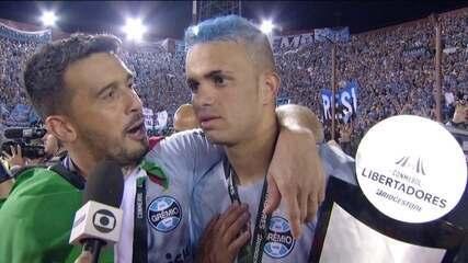 Luan cumpre promessa, pinta cabelo de azul após conquista e provoca Sasha, do Inter