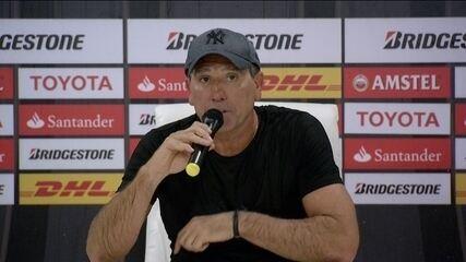 Renato Gaúcho leva banho de jogadores, declara feriado em Porto Alegre e provoca rival