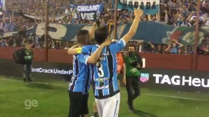 Jogadores do Grêmio vibram com título na casa do Lanús