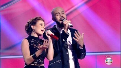 Carol Biazin e Juliano Barreto cantaram 'Beauty and The Beast'