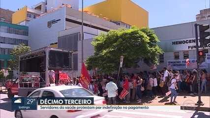 Servidores da saúde em MG protestam por indefinição no pagamento do 13º salário