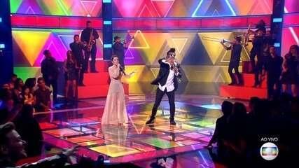 Carlinhos Brown e Sandy cantam 'A Novidade'