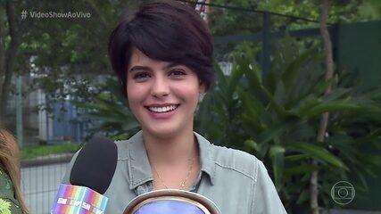 Julia Dalavia ganha troféu por cena que mais fez o público chorar