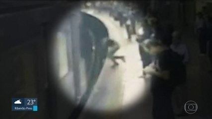 """""""Olhei para cima e vi o vagão passando"""", diz jovem empurrada nos trilhos do Metrô"""