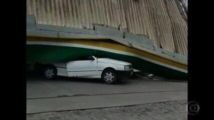 Ventos fortes derrubam cobertura de posto de combustíveis em Goiana