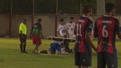 Gérson 'Belão' é atendido no gramado após agressão