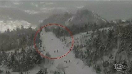 Avalanche mata um soldado e deixa onze pessoas feridas