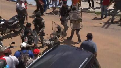 Policial é atingido por pedra na cabeça durante protesto pró-Lula em João Pessoa