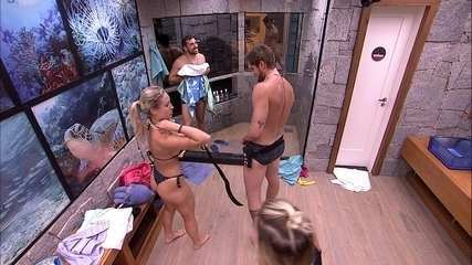 Jaqueline, Jéssica e Breno vão tomar banho e sister brinca: 'O banho mais esperado da semana'