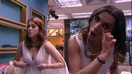 Ana Clara capricha no decote